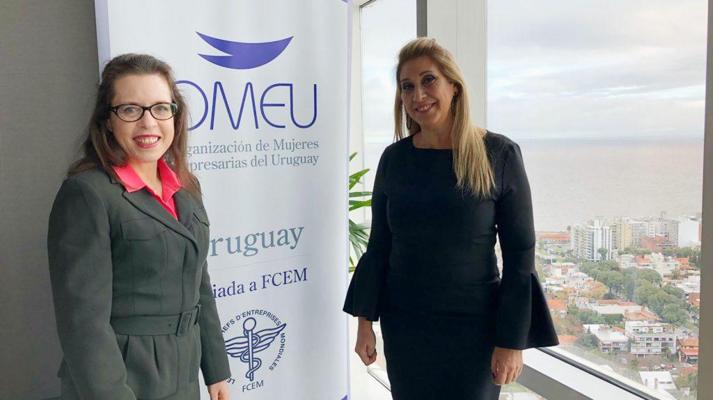 Embajadora de Estados Unidos en Uruguay, Kelly Keiderling, y Elena Tejeira, presidenta de OMEU